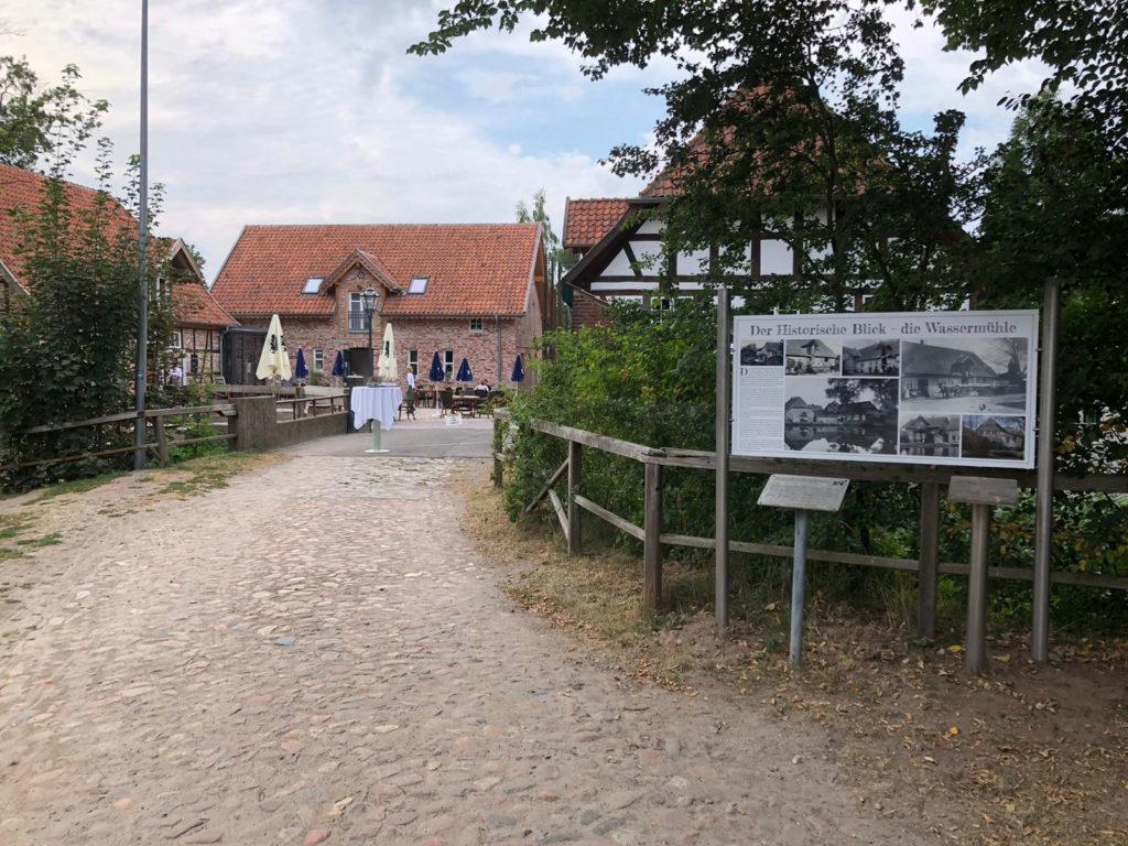 Historischer Blickauf die alte Mühle